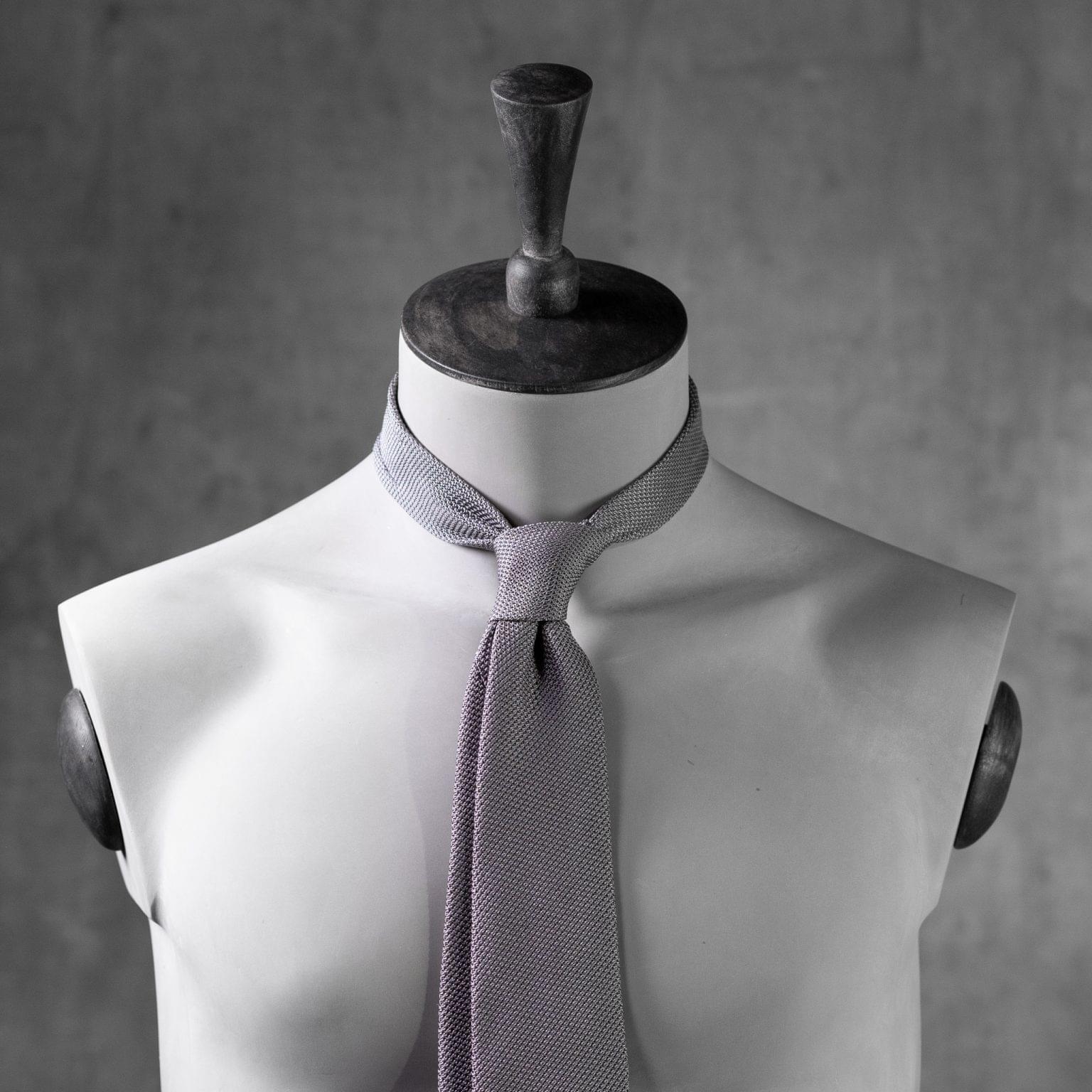 GRENADINE-0151-Tie-Initials-Corbata-Iniciales-The-Seelk-3