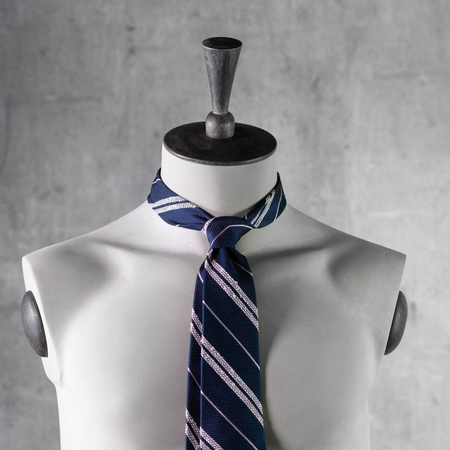 GRENADINE-0360-Tie-Initials-Corbata-Iniciales-The-Seelk-3