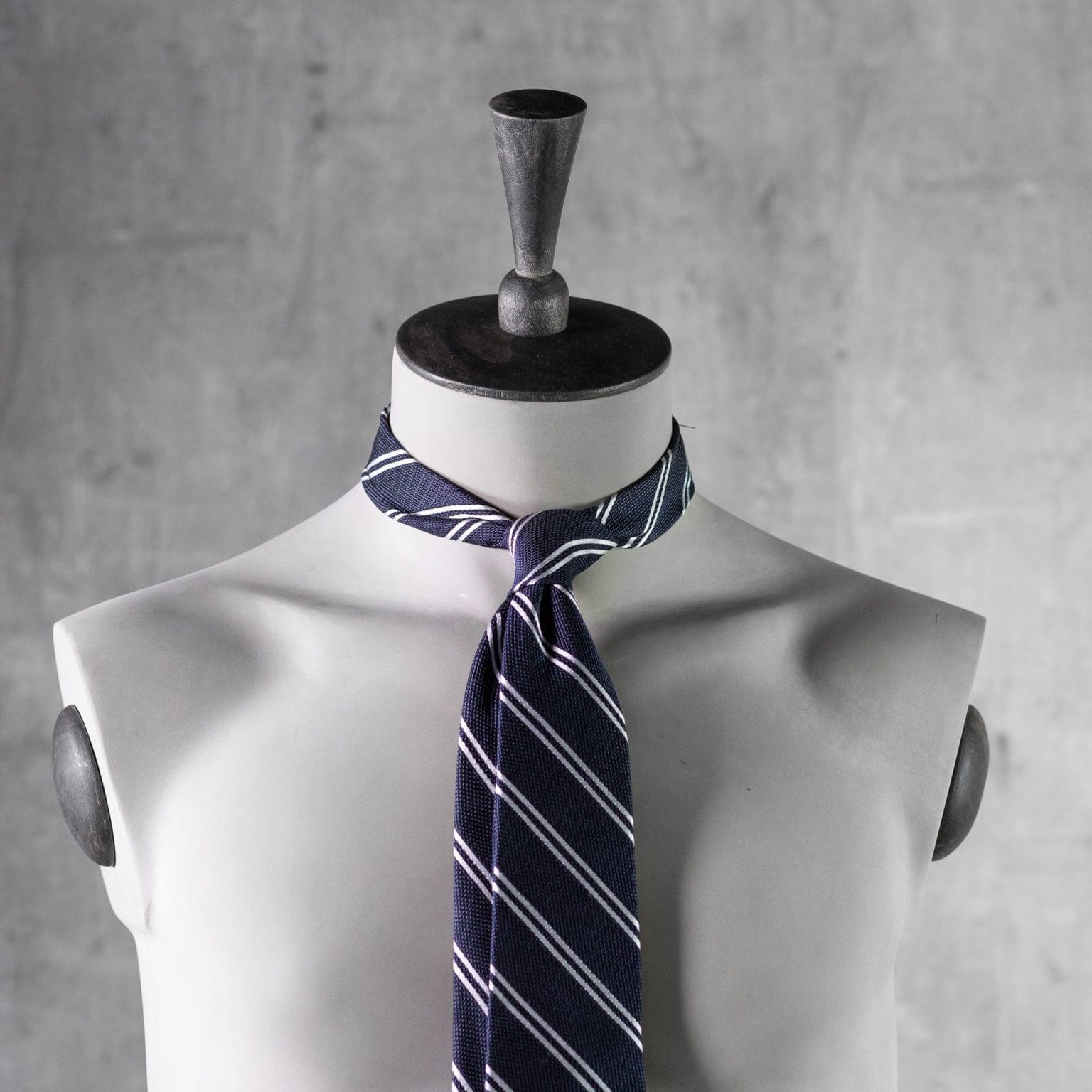 GRENADINE-0442-Tie-Initials-Corbata-Iniciales-The-Seelk-3