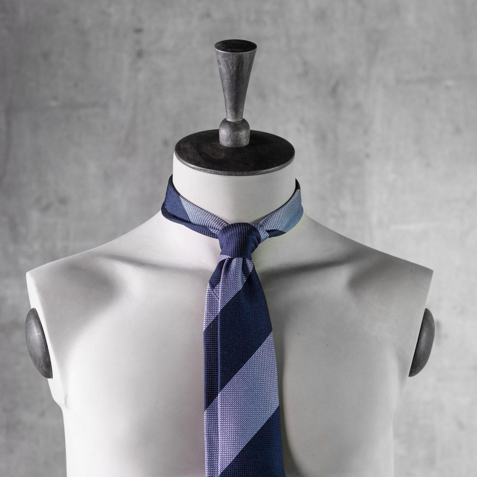 GRENADINE-0522-Tie-Initials-Corbata-Iniciales-The-Seelk-3
