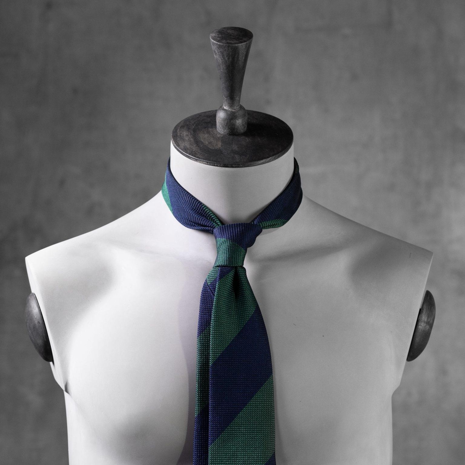 GRENADINE-0523-Tie-Initials-Corbata-Iniciales-The-Seelk-3