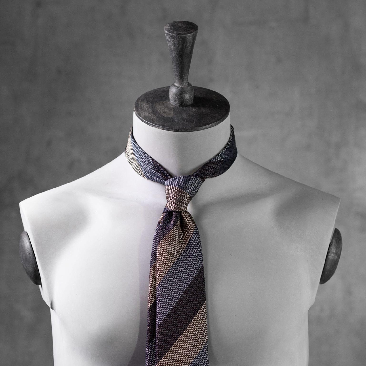 GRENADINE-0532-Tie-Initials-Corbata-Iniciales-The-Seelk-3