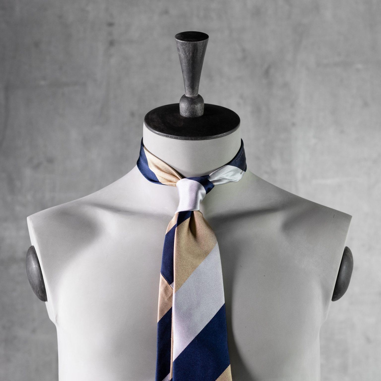 JACQUARD-0541-Tie-Initials-Corbata-Iniciales-The-Seelk-3