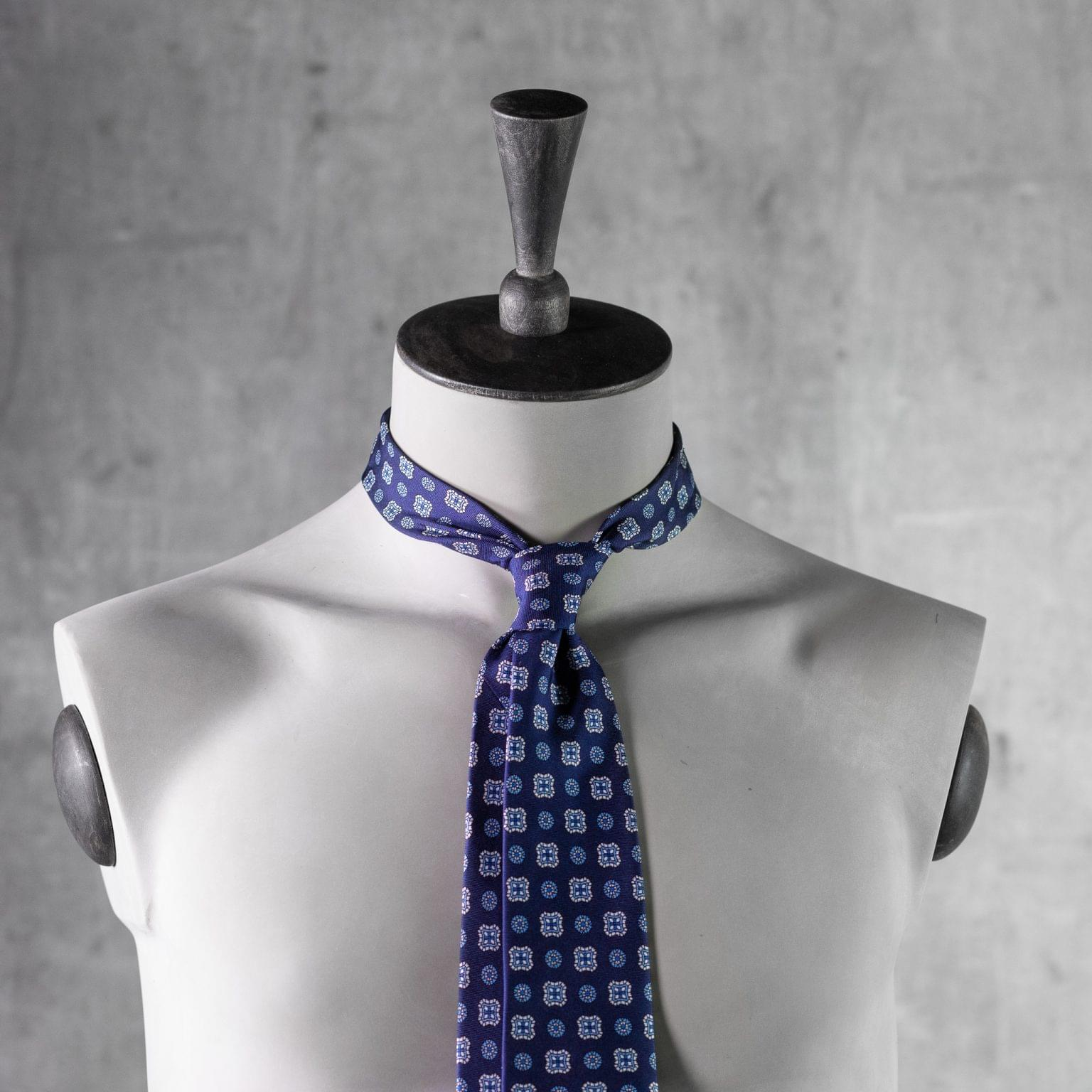 PRINTED-SILK-SEDA-ESTAMPADA-0421-Tie-Initials-Corbata-Iniciales-The-Seelk-3