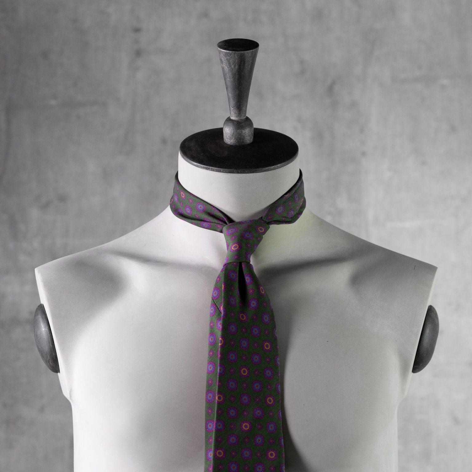 PRINTED-SILK-SEDA-ESTAMPADA-0433-Tie-Initials-Corbata-Iniciales-The-Seelk-3