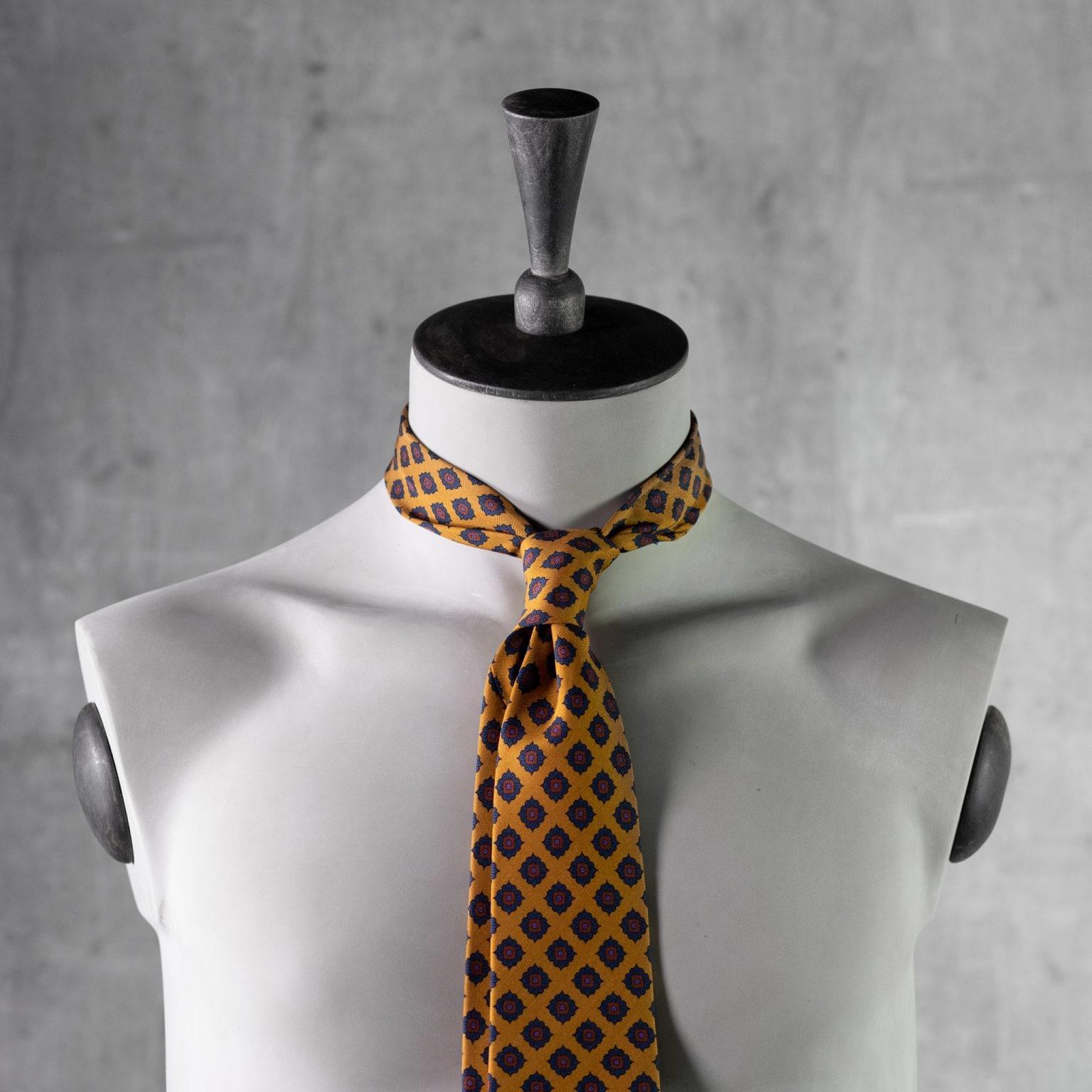 PRINTED-SILK-SEDA-ESTAMPADA-0436-Tie-Initials-Corbata-Iniciales-The-Seelk-3