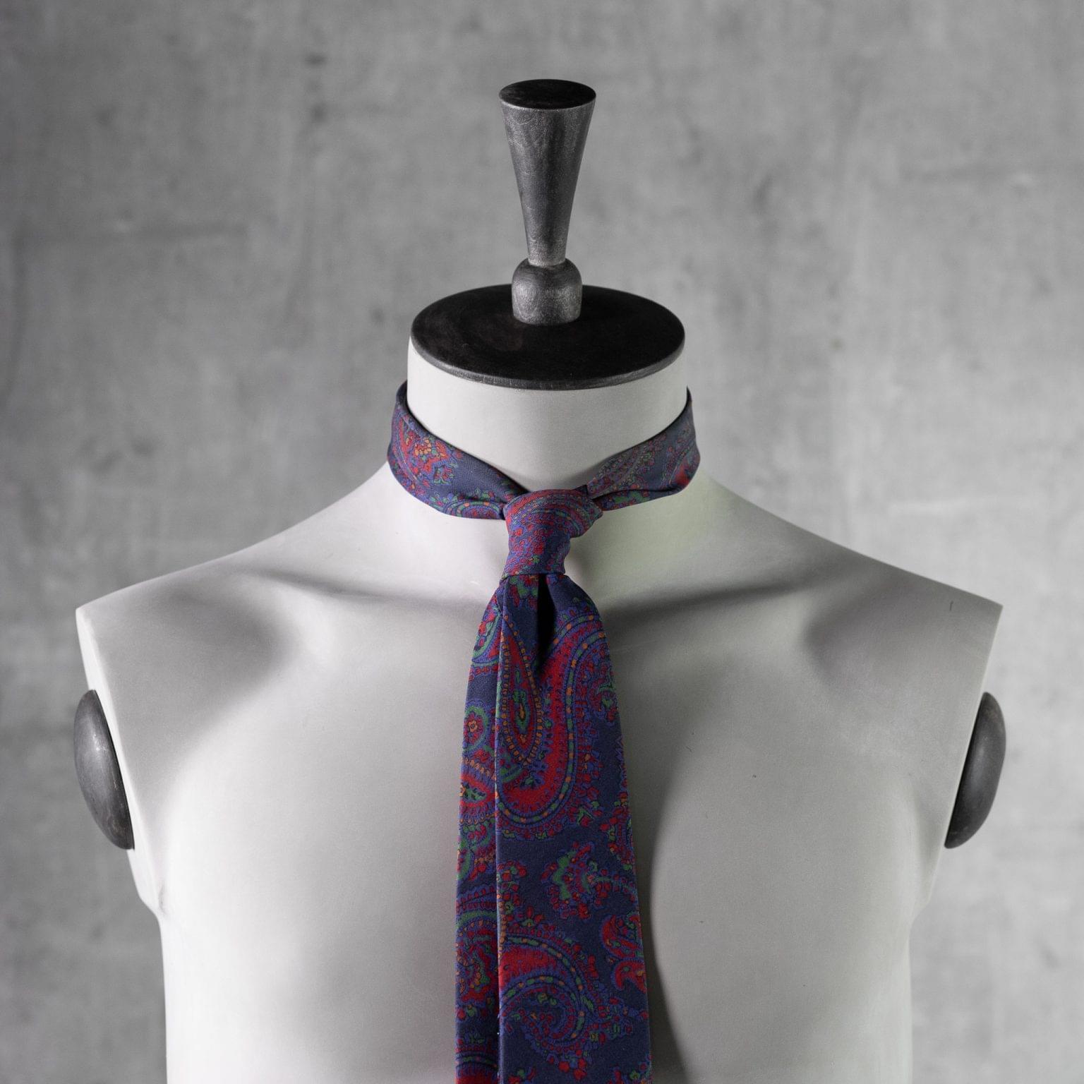 PRINTED-SILK-SEDA-ESTAMPADA-0437-Tie-Initials-Corbata-Iniciales-The-Seelk-3