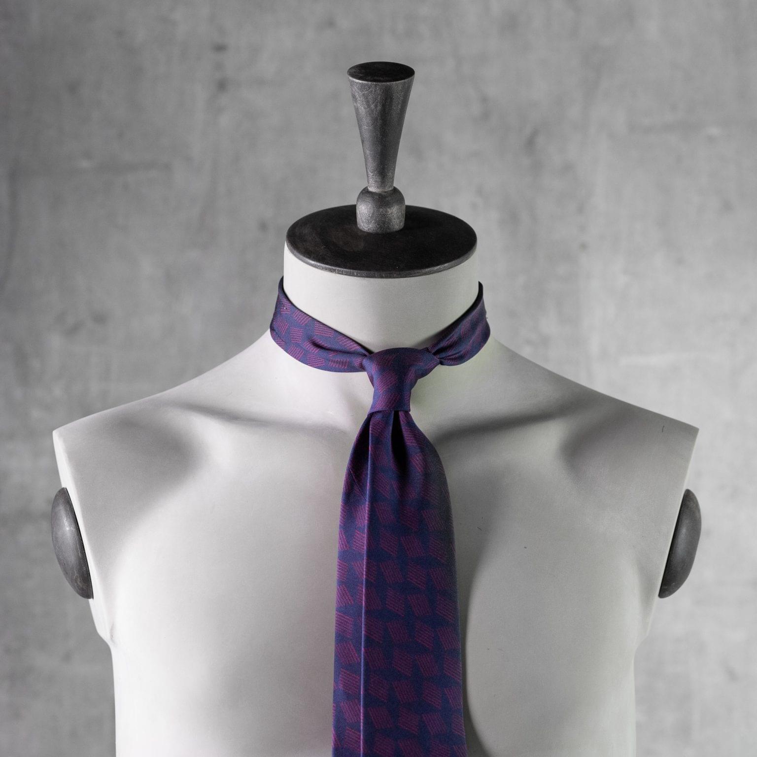 PRINTED-SILK-SEDA-ESTAMPADA-0483-Tie-Initials-Corbata-Iniciales-The-Seelk-3