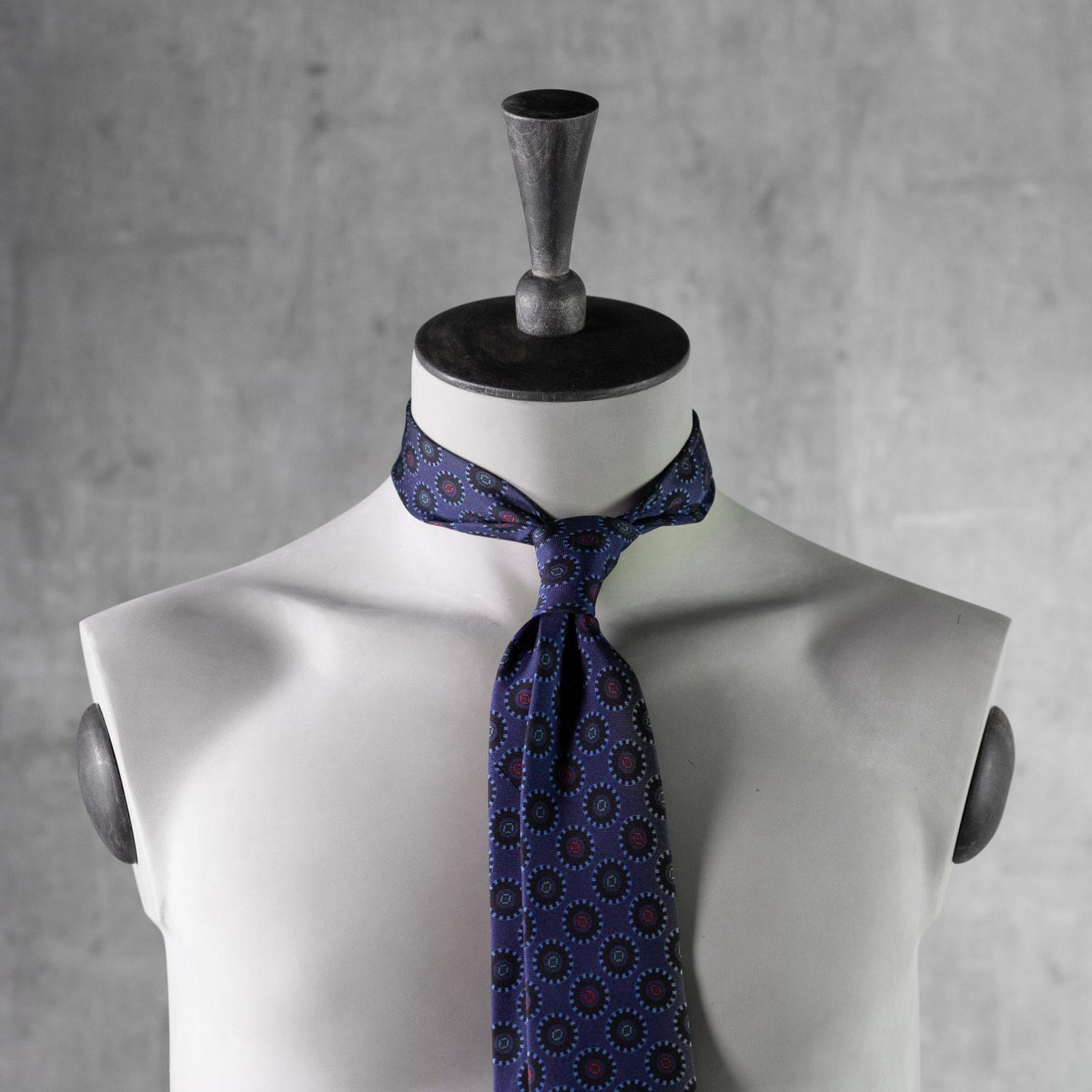 PRINTED-SILK-SEDA-ESTAMPADA-0484-Tie-Initials-Corbata-Iniciales-The-Seelk-3