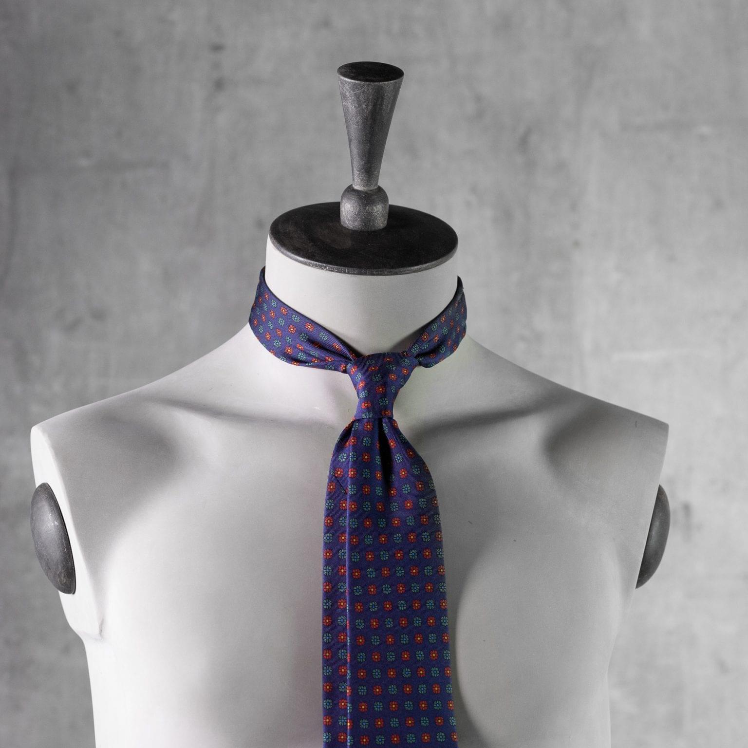 PRINTED-SILK-SEDA-ESTAMPADA-0504-Tie-Initials-Corbata-Iniciales-The-Seelk-3