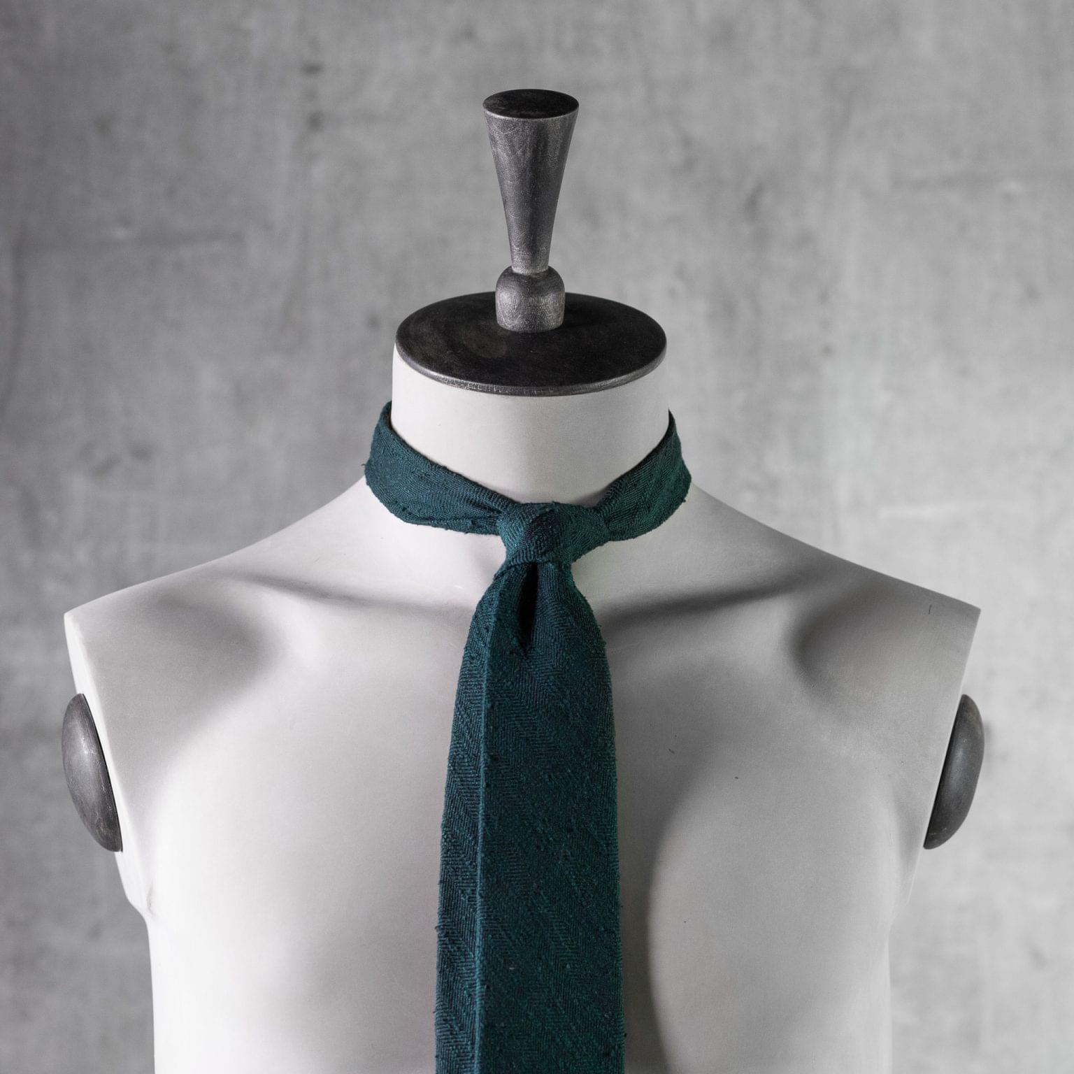 SHANTUNG-0359-Tie-Initials-Corbata-Iniciales-The-Seelk-3