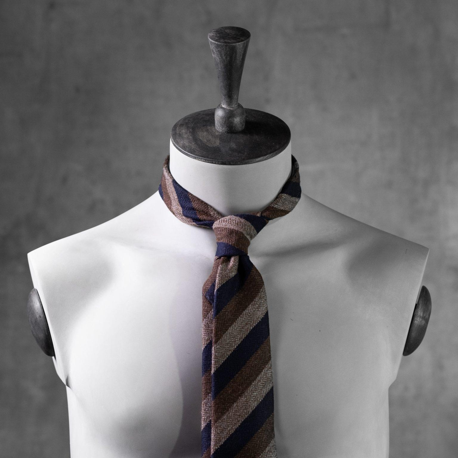 WOOL-LANA-0515-Tie-Initials-Corbata-Iniciales-The-Seelk-3