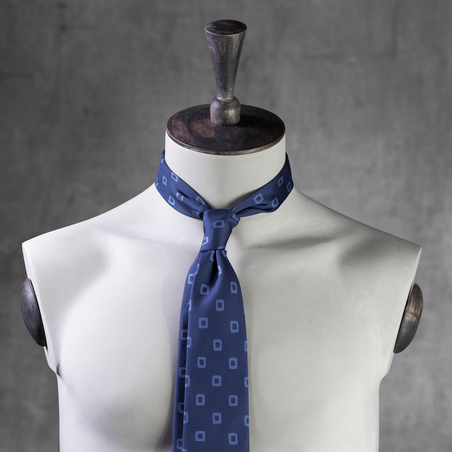 PRINTED-SILK-SEDA-ESTAMPADA-0570-Tie-Initials-Corbata-Iniciales-The-Seelk-2