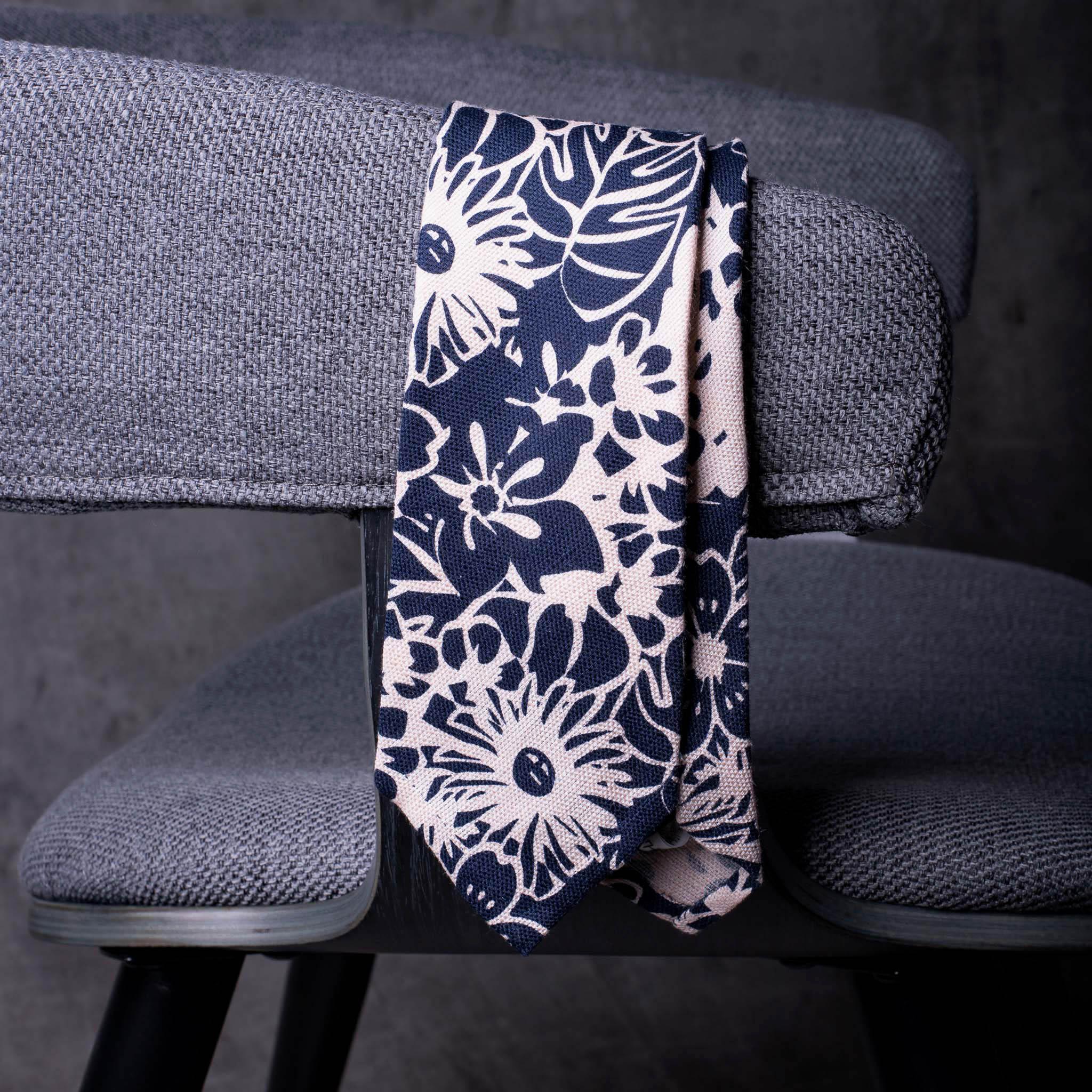 LINEN-0245-Tie-Initials-Corbata-Iniciales-The-Seelk-3