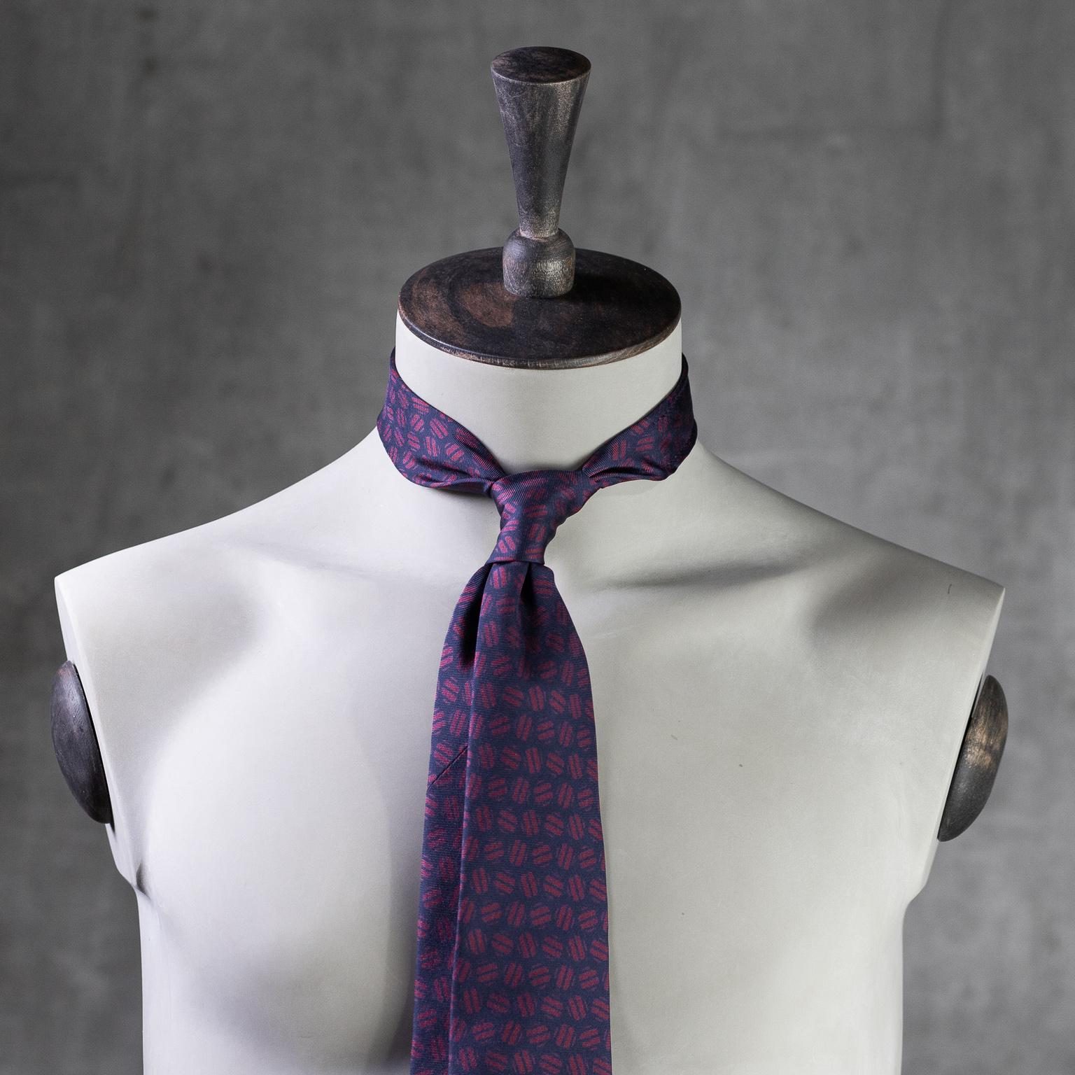 PRINTED-SILK-SEDA-ESTAMPADA-0577-Tie-Initials-Corbata-Iniciales-The-Seelk-2