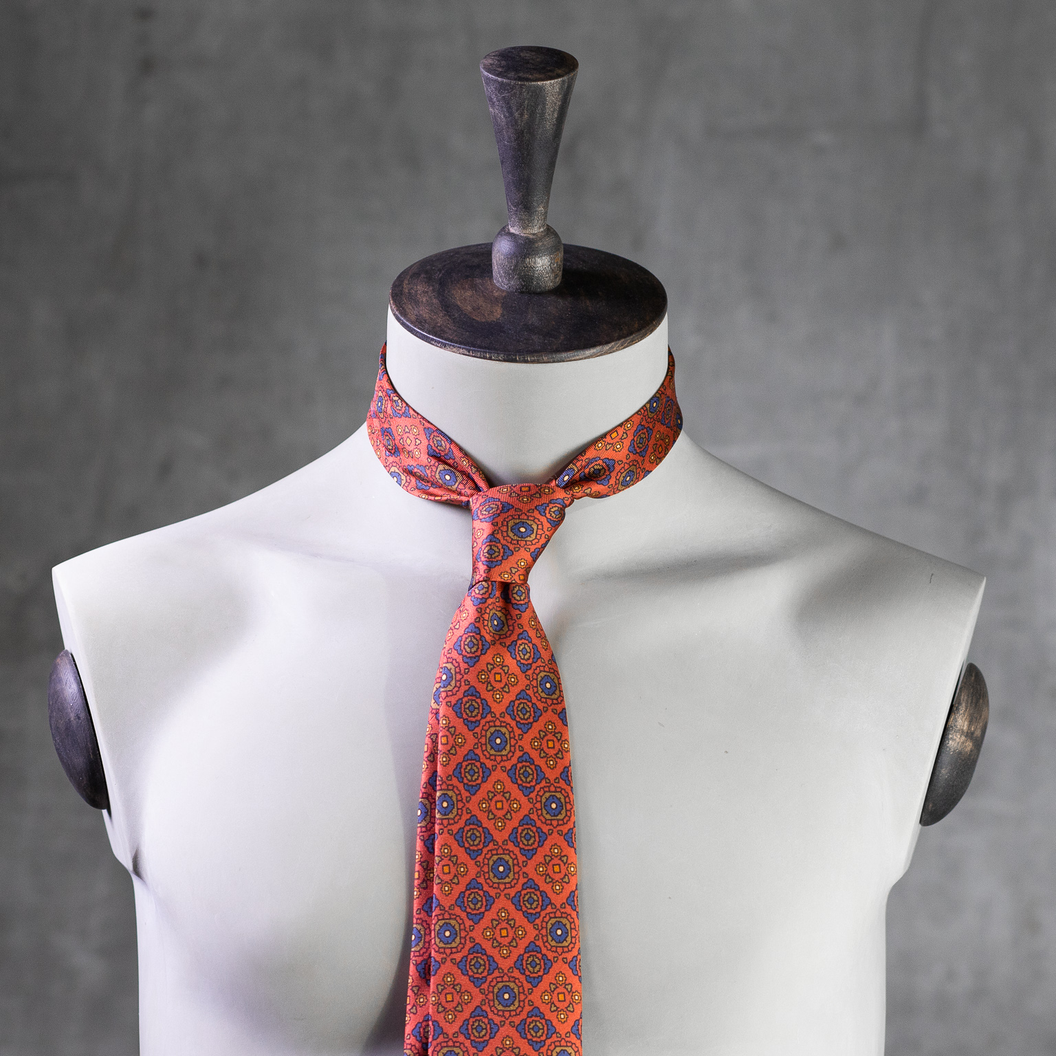 PRINTED-SILK-SEDA-ESTAMPADA-0580-Tie-Initials-Corbata-Iniciales-The-Seëlk-2