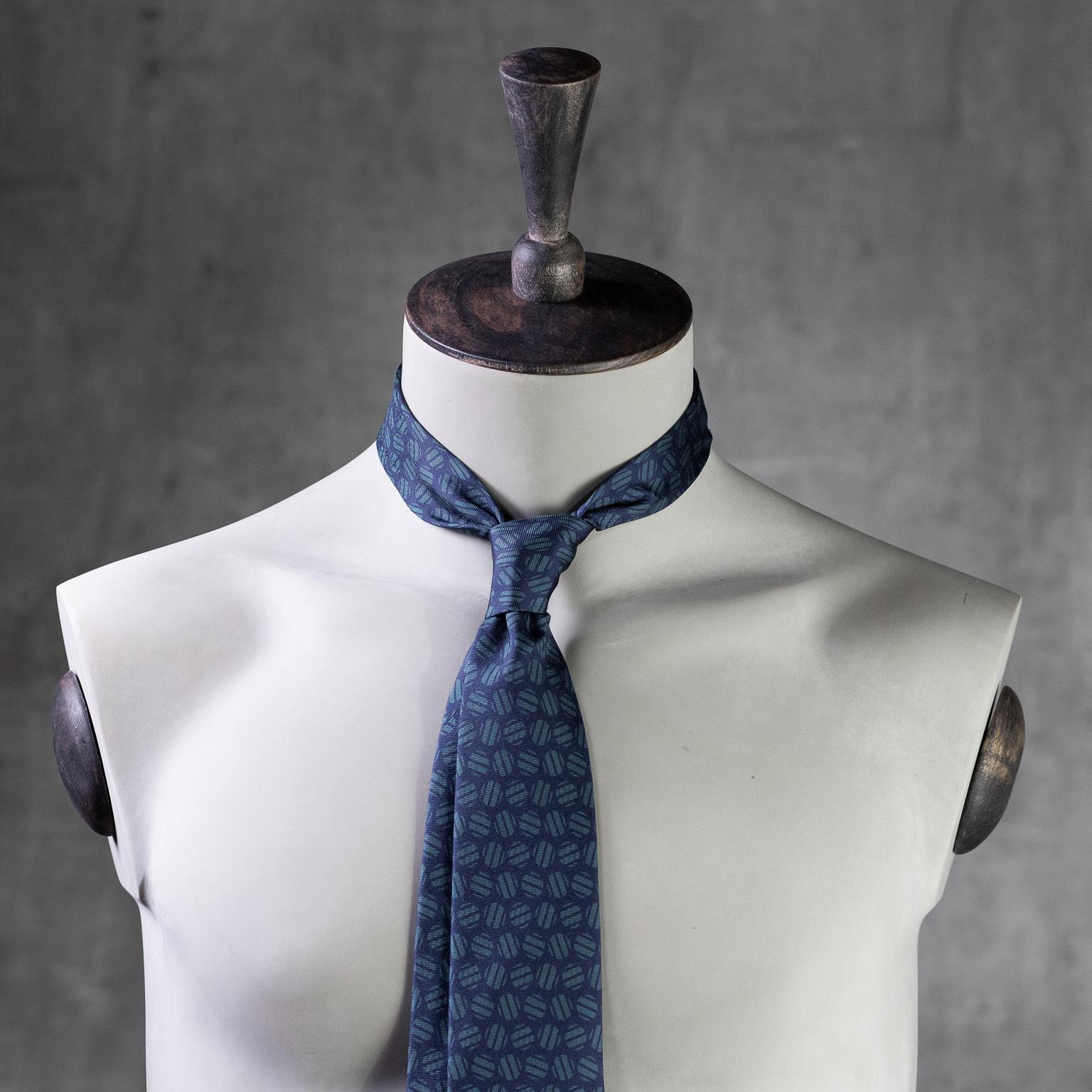 PRINTED-SILK-SEDA-ESTAMPADA-0583-Tie-Initials-Corbata-Iniciales-The-Seëlk-2