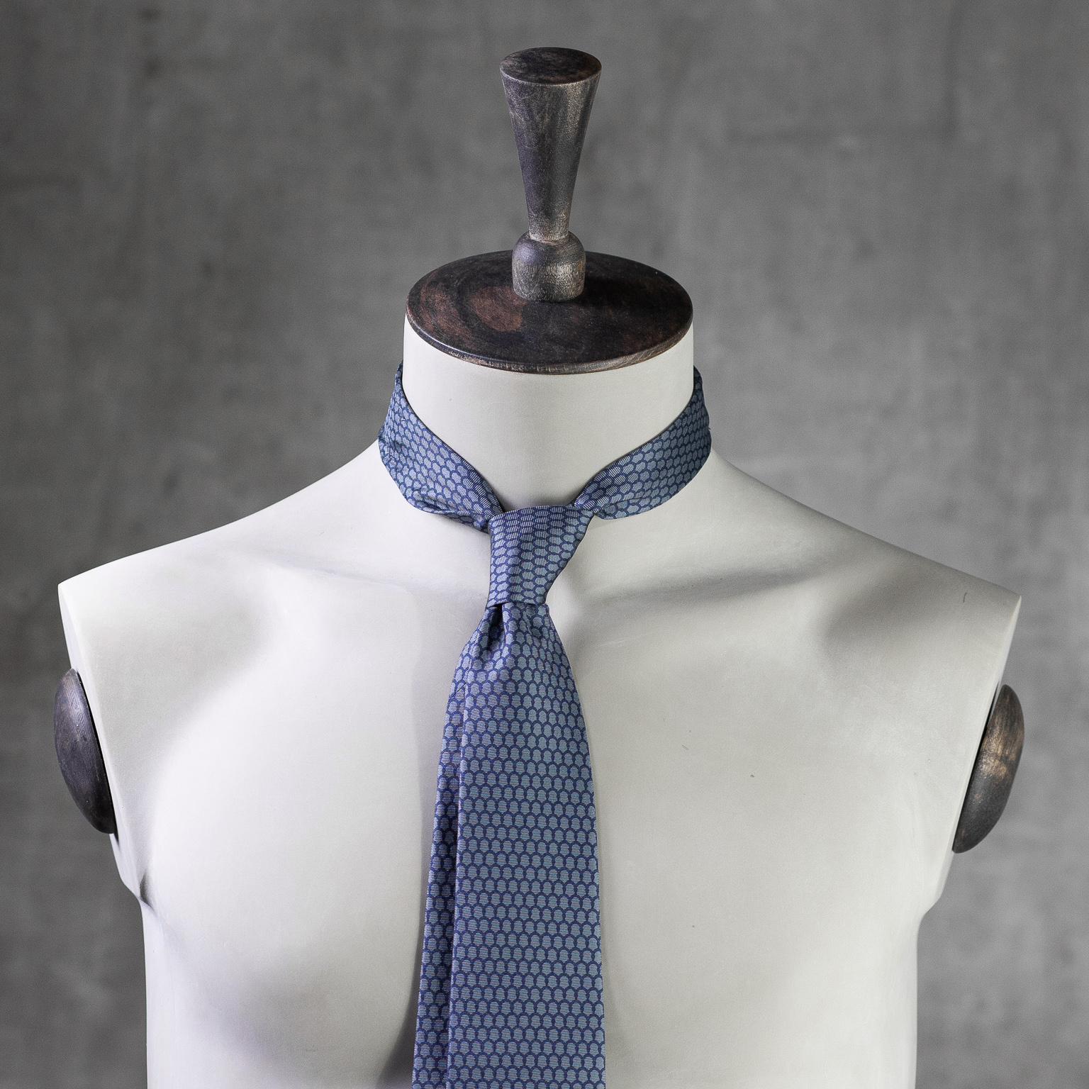 PRINTED-SILK-SEDA-ESTAMPADA-0585-Tie-Initials-Corbata-Iniciales-The-Seelk-2