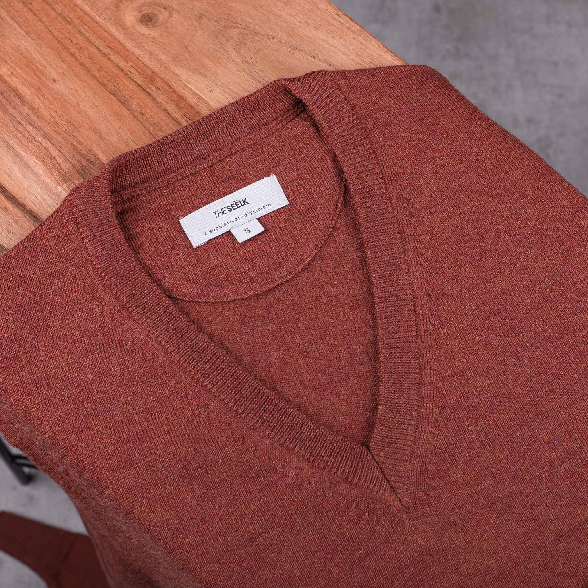 V-NECK-PULLOVER-JERSEY-CUELLO-DE-PICO-01-05-The-Seëlk-2