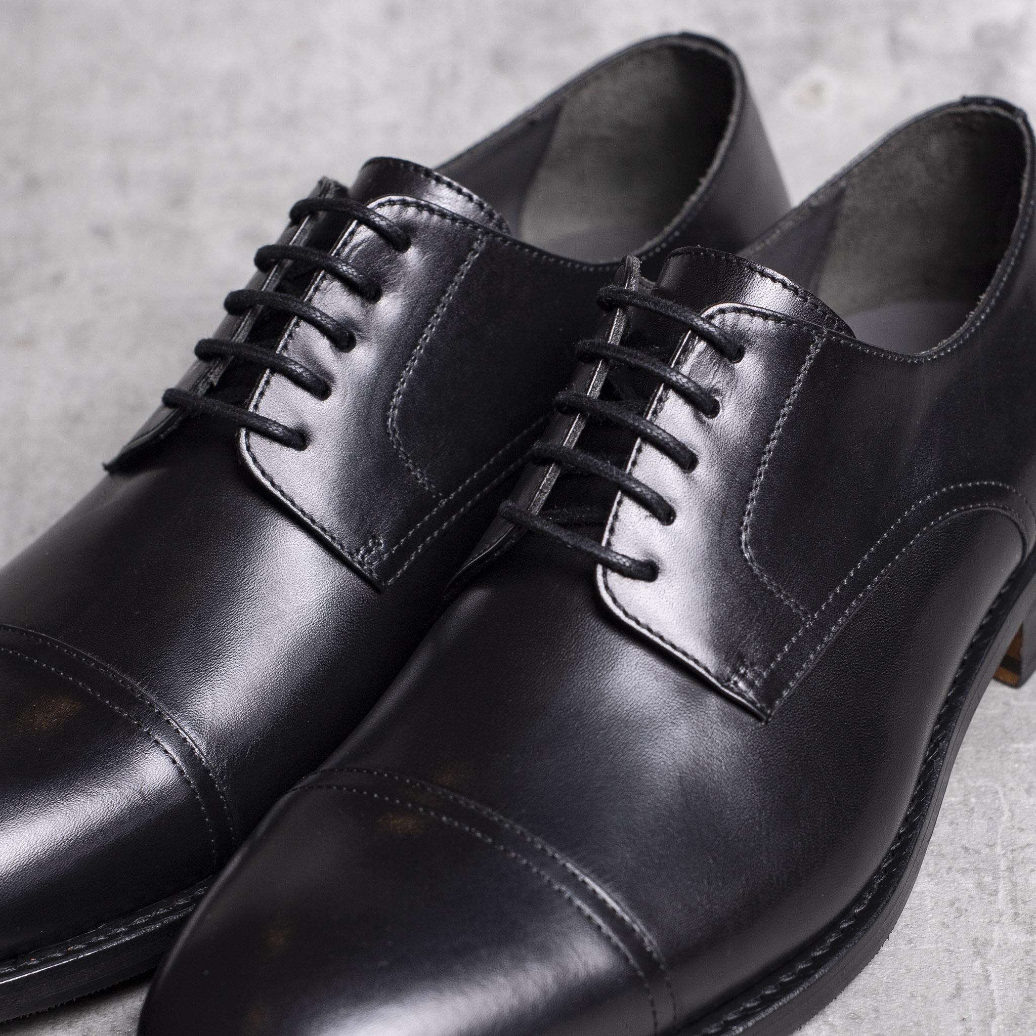 DERBY · 0649 Black leather The Seëlk 5